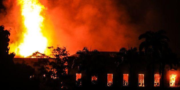 Incêndio no Museu Nacional da Quinta da Boa Vista destrói séculos de Ciência no