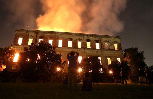 Comunidade científica lamenta destruição de acervo do Museu Nacional da