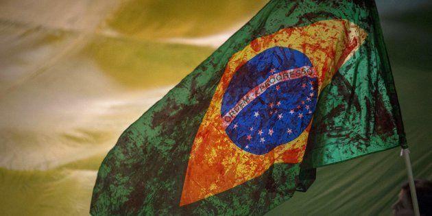 Bandeira do Brasil manchada