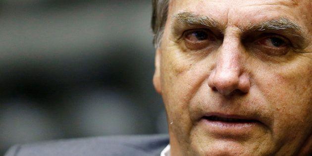 Jair Bolsonaro (PSL) oscilou um ponto para cima, e chegou a 40% dos votos válidos, segundo pesquisa