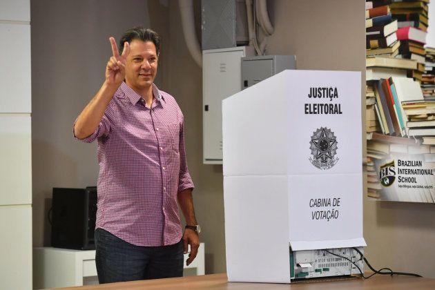 Fernando Haddad (PT) vota na zona sul de SP entre panelaço e