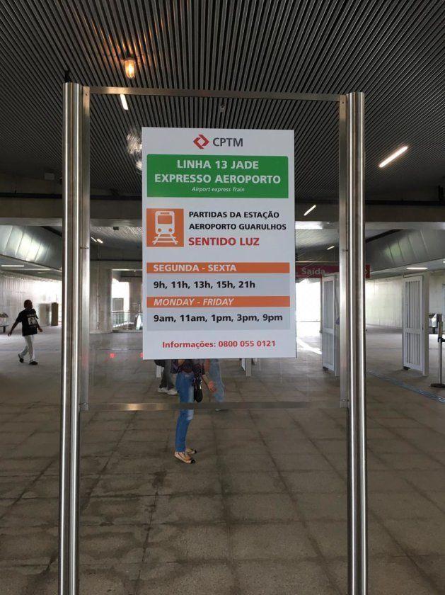 Sinalização do Expresso Aeroporto na Linha