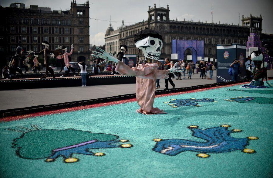 Decoração do Dia dos Mortos na praça Zocalom na Cidade do