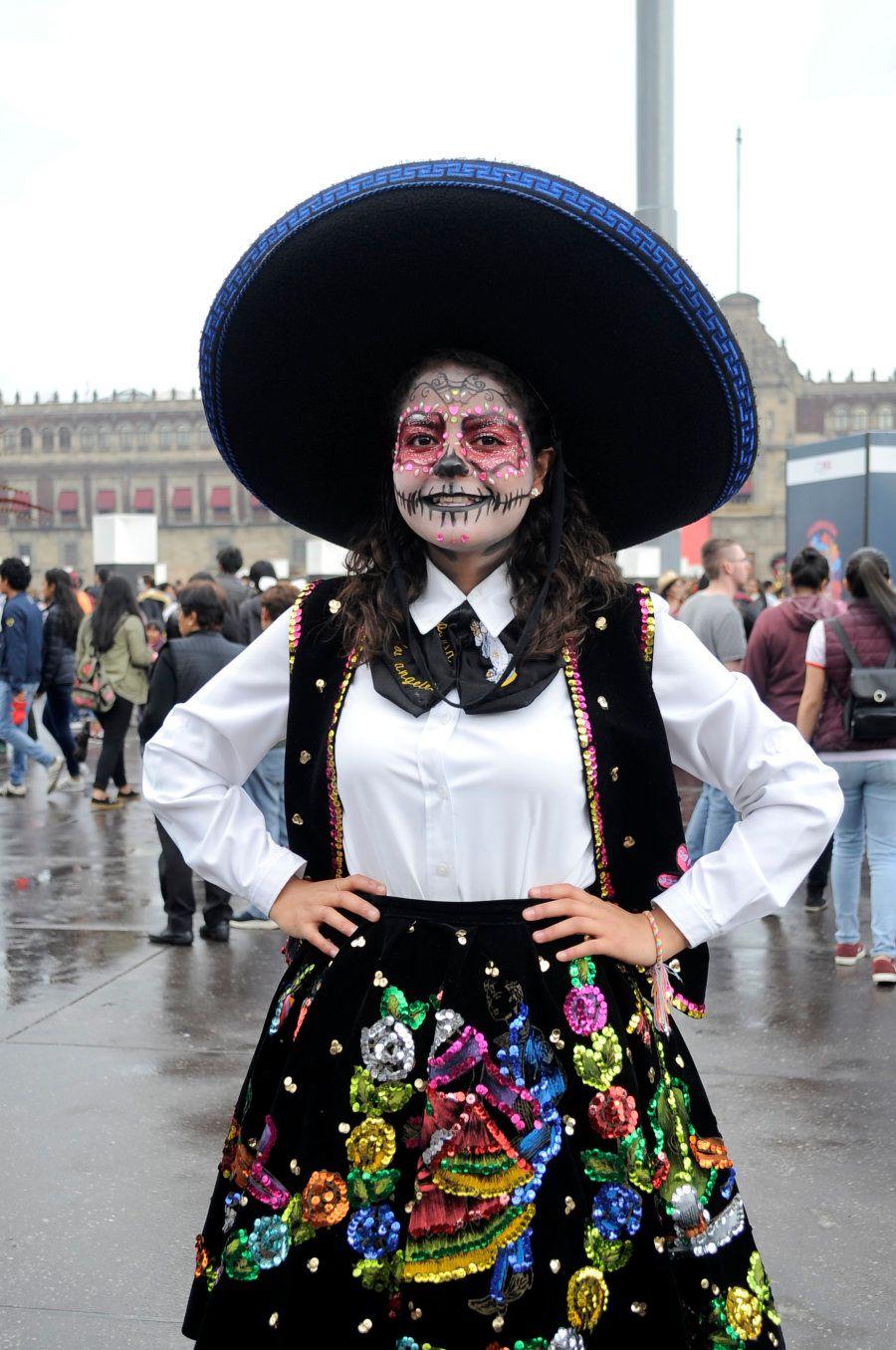 O clima do Dia dos Mortos está mais para o Carnaval brasileiro do que para o Dia de Finados no