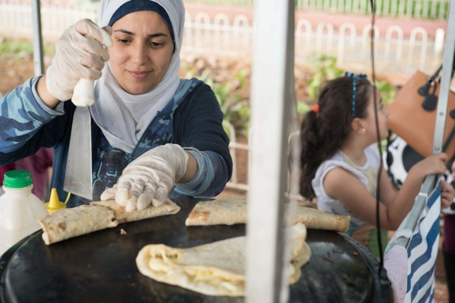 Salsabil revalidou seu diploma de Farmácia, mas teve que criar a Cozinha de Salsabil para gerar