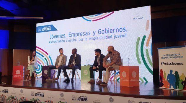 O secretário do MEC, Bruno Alves de Jesus (segundo da esq. para a dir.), participou do painel