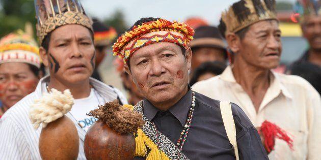 Indígenas da tribo Guarani-Kaiowa em manifestação na frente do Palácio do Planalto, em