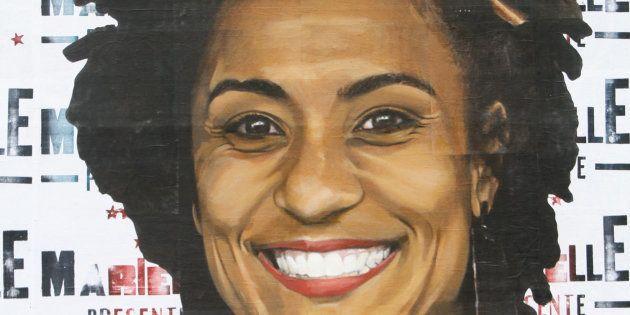 Mural em tributo a Marielle Franco feito pelo artista Luis Bueno na região central de São