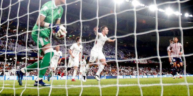 Serginho, ex-jogador do Santos, comemora gol que levou Kashima às semifinais do