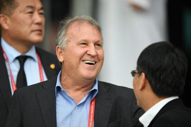 Diretor do Kashima, Zico sorri após classificação