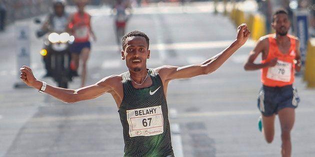 Na prova masculina, Bezabh acabou desbancando o compatriota Dawit Admasu, bicampeão da corrida, só no...