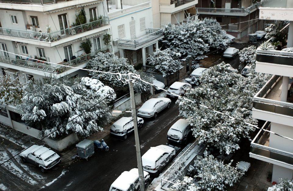 Χιόνια και στην Αθήνα έφερε ο Τηλέμαχος - Προβλήματα σε μετακινήσεις και