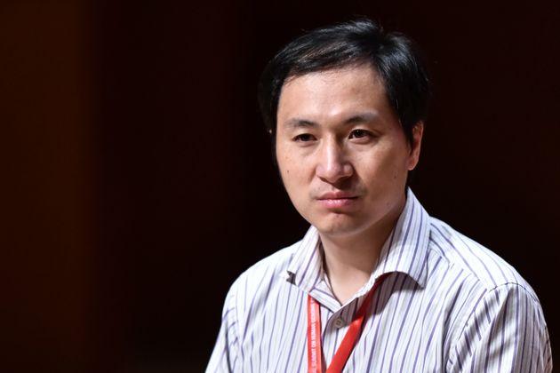 Ο επιστήμονας που δημιούργησε τα γενετικά τροποποιημένα μωρά ίσως αντιμετωπίσει τη θανατική