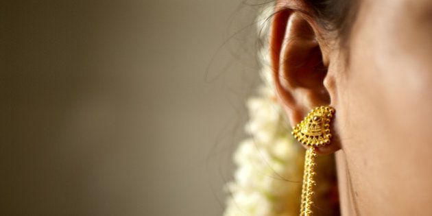 Gold Prices Fall Amid Weak Global