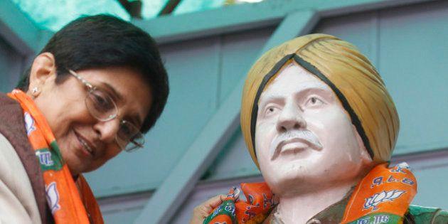 NEW DELHI, INDIA - JANUARY 21: BJP Delhi Pradesh Chief Ministerial Candidate Kiran Bedi paying tribute...