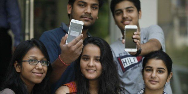 NEW DELHI, INDIA - OCTOBER 17: Apple fans buy newly launched Apple iPhone 6 and iPhone 6 Plus, on October 17, 2014 in New Delhi, India. The 4.7-inch iPhone 6 is available in India at Rs. 53,500 for the 16GB variant, Rs. 62,500 for the 64GB variant, and Rs. 71,500 for the 128GB variant. The 5.5-inch iPhone 6 Plus has been priced at Rs. 62,500 for the 16GB variant, Rs. 71,500 for the 64GB variant, and Rs. 80,500 for the 128GB variant. (Photo by Raj K Raj/Hindustan Times via Getty Images)