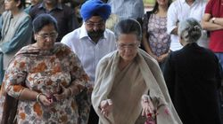 PHOTOS: The Who's Who Of Indian Politics Pay Their Last Respect To Journalist Vinod