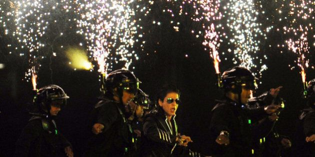 RESTRICTED TO EDITORIAL USE. MOBILE USE WITHIN NEWS PACKAGEBollywood actor Shah Rukh Khan (C) performs...