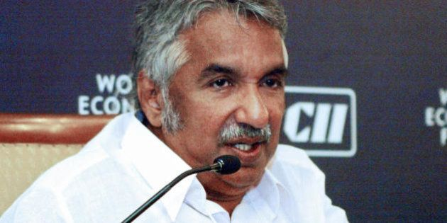 New Delhi, INDIA: Kerala Chief Minister of the Indian state of Kerala Oommen Chandy (L) answers a question...