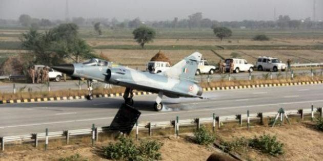 WATCH: The Indian Air Force Landed A Fighter Plane On The Yamuna Expressway This