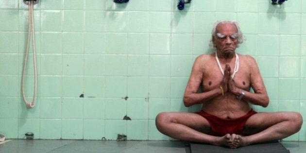 The Final Photoshoot: Yoga Guru BKS Iyengar Performing Yoga At The Age Of
