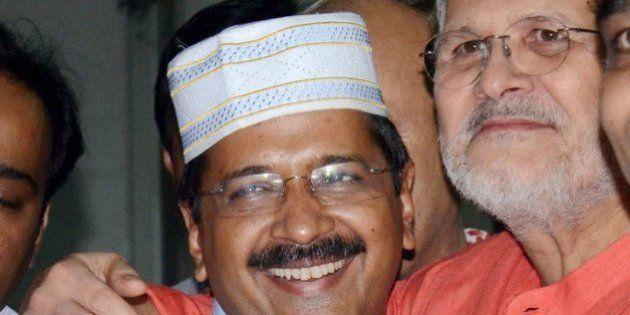 Delhi Chief Minister Arvind Kejriwal And Lieutenant Governor Najeeb Jung Hug At Iftar