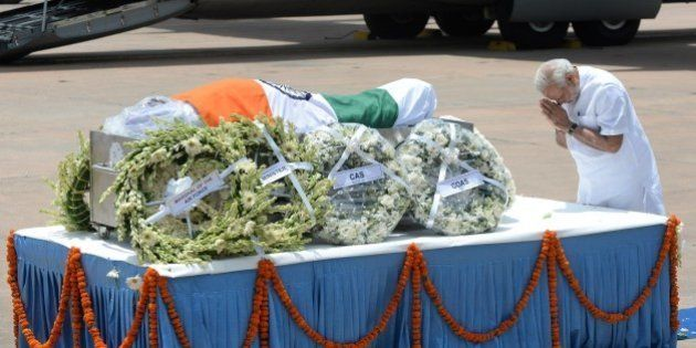 Indian Prime Minister Narendra Modi pays his last respects at the body of former Indian President APJ...