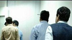 'Aam Aadmi' Neta: Nitin Gadkari Spotted Waiting In Queue To Board