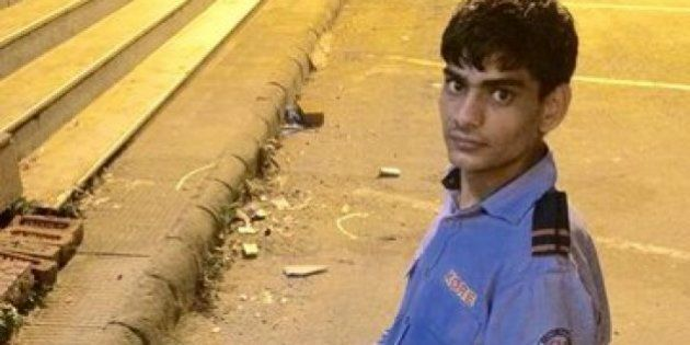 This 20-Year-Old ATM Guard Studies Under A Streetlight So He Can Prepare For His SSE