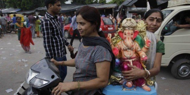 9 Details That Tell You How Ganeshotsav From 'Agneepath' Is Not How It's Celebrated In (Most)