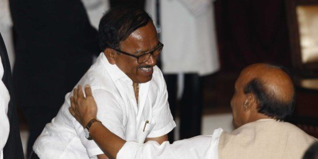 NEW DELHI, INDIA - NOVEMBER 9: Goa Chief Minister Laxmikant Parsekar (R) shake hands with Union Home...