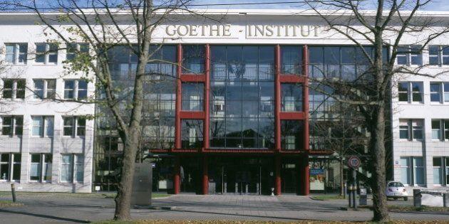 (GERMANY OUT) Goethe-Institut im Zentrum (Sonnenalle 25) - Aussenansicht 2001 (Photo by Kanus/ullstein...