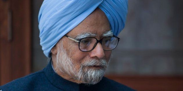 Former Indian prime minister Manmohan Singh, sits with the newly elected office bearers