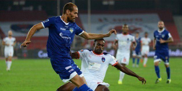Chennaiyin FC Italian defender Alessandro Potenza (L) fights for the ball with Delhi Dynamos FC Ghanaian...
