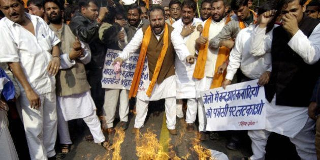 NEW DELHI, INDIA: Indian activists from the Hindu right-wing Shiv Sena burn an effigy of an Islamic militant...