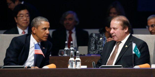 THE HAGUE, NETHERLANDS - MARCH 24: U.S. President Barack Obama (L) speaks with Pakistan's Prime Minister...
