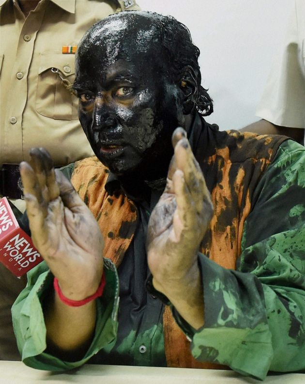Shiv Sena Boss Uddhav Thackeray Meets And Greets The Men Who Smeared Black Paint On Sudheendra