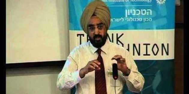 Apple May Have To Cough Up $ 852 Million Fine Due To This Sikh Professor's