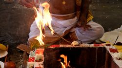 Hindu Political Outfit Conducts 'Mind Cleansing' Ritual For Authors Who Have Returned Their