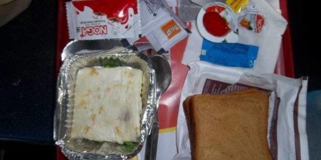 Lunch, high tea, dinner, breakfast (non-veg = omlette and veg = upma) while travelling from New Delhi...