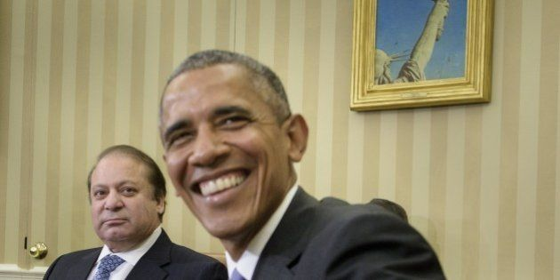 Pakistan's Prime Minister Nawaz Sharif (L) and US President Barack Obama wait for a meeting in the Oval...