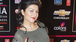 Drunk 'Hard Kaur' Abuses And Throws Microphone At Audience During Karva Chauth