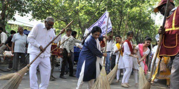 NEW DELHI, INDIA - OCTOBER 11: Artist Manya Malhotra and Kathak Dancer Uma Sharma participate in the...