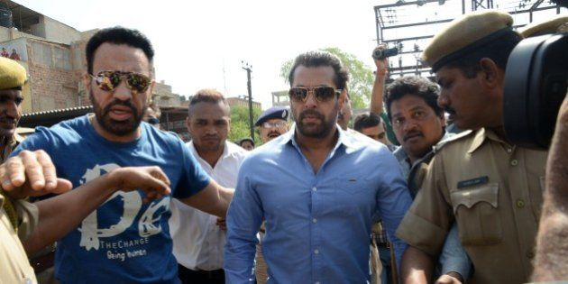 Indian Bollywood actor Salman Khan (C) walks with officials as he arrives for a court appearance in Jodhpur...