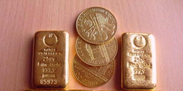 One kilogram of gold bars, gold bullion and Wiener Philharmoniker of each one troy