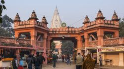 At Kashi Vishwanath Temple, Capris And Shorts Are Banned For All Women (And Not Just