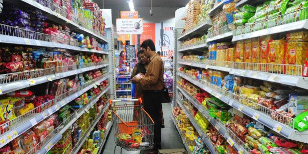 TO GO WITH: India-economy-retail-investment,update-FOCUSAn Indian family shops at the Big Bazaar supermarket...