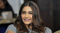 Fashionista Sonam Kapoor Bags Two Filmfare Style