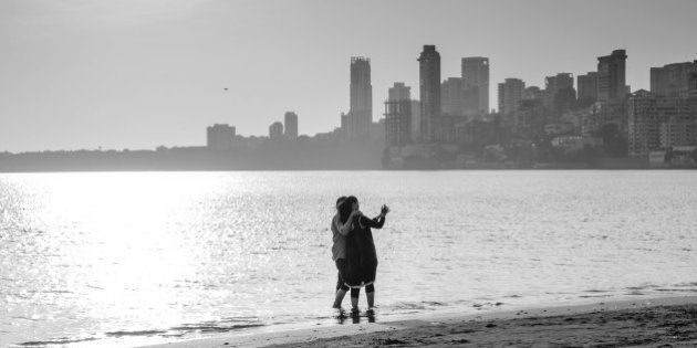 Couple taking selfie at Chowpatty beach,