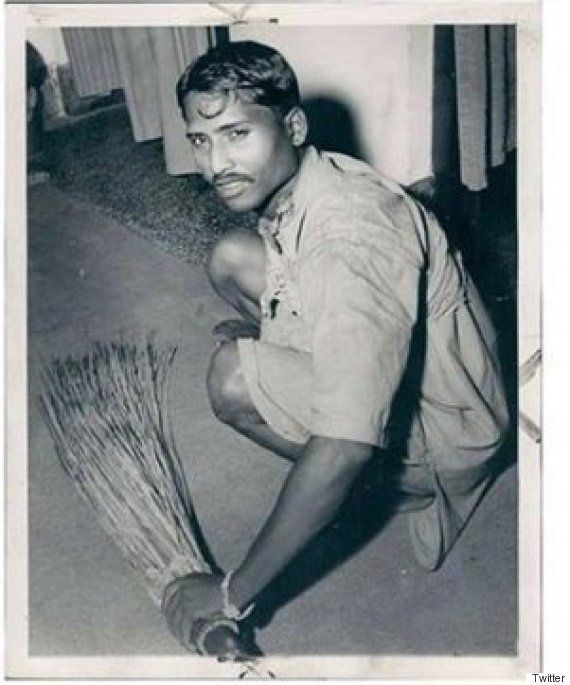 Remember That Photo Of Modi Sweeping The Floor? RTI Reply Has Confirmed It's